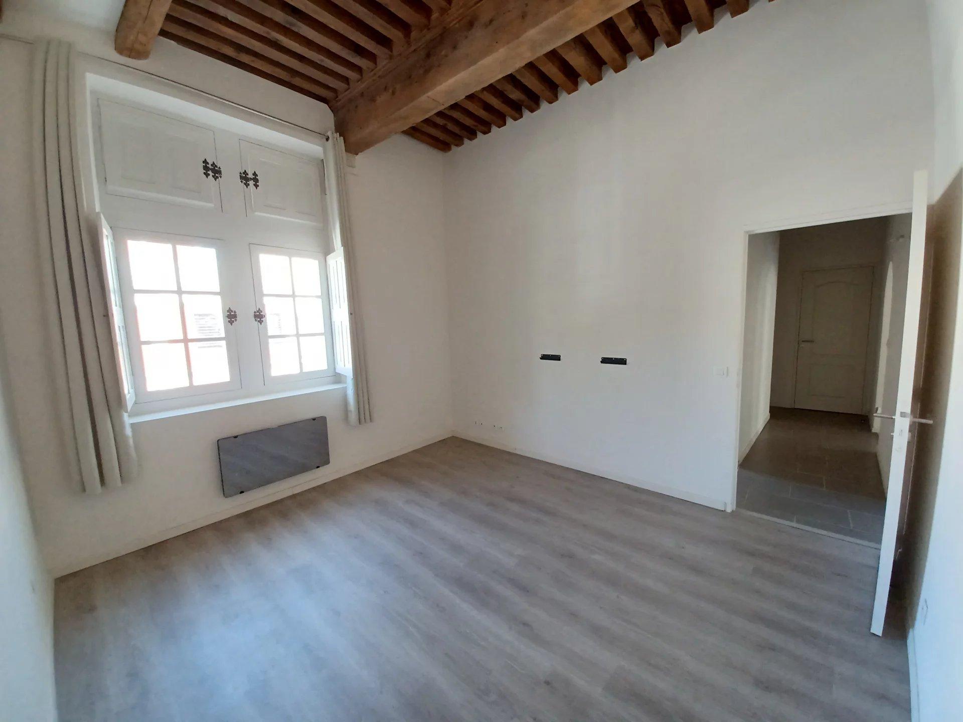 Location Appartement BEAUCAIRE séjour de 45 m²