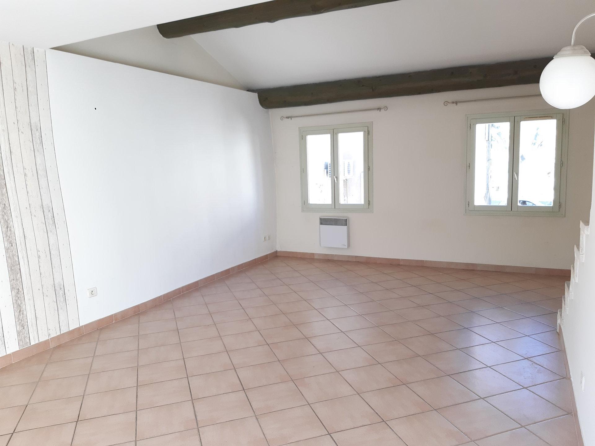 Location Maison MAUSSANE-LES-ALPILLES séjour de 22.77 m²