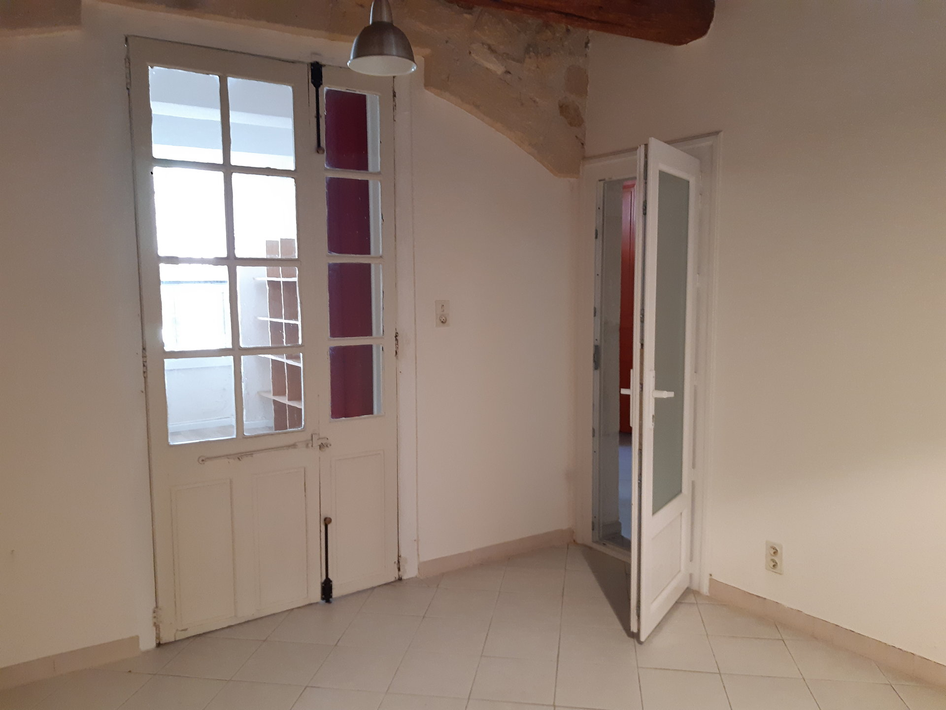 Location Fonds de commerce TARASCON surface habitable de 55 m²