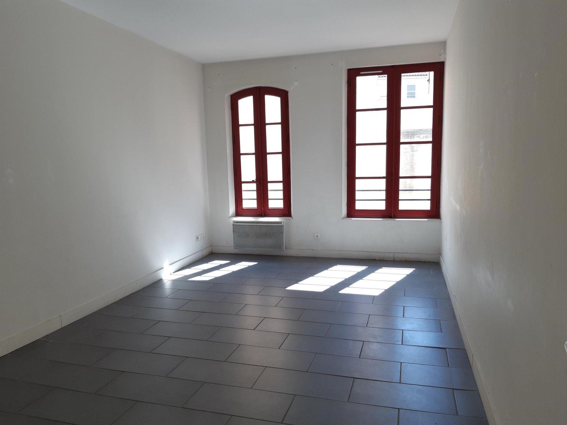 Location Appartement BEAUCAIRE Mandat : 1095