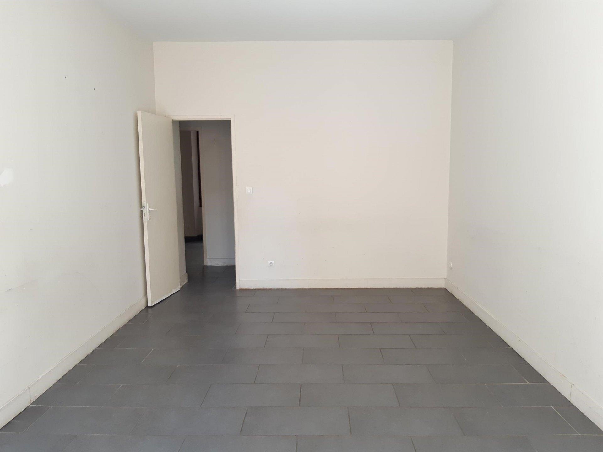 Location Appartement BEAUCAIRE 1 salles de bain