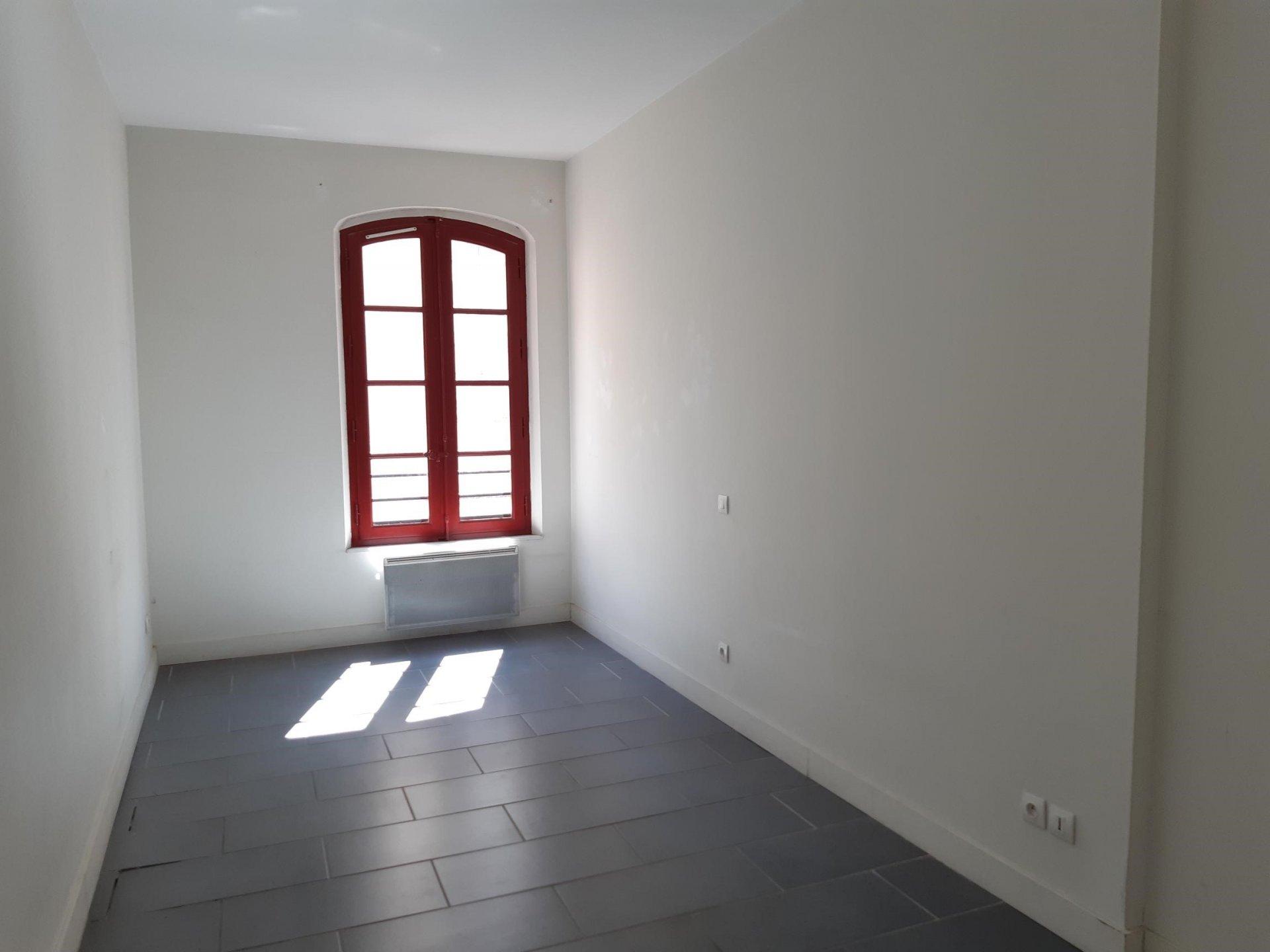 Location Appartement BEAUCAIRE séjour de 20.43 m²