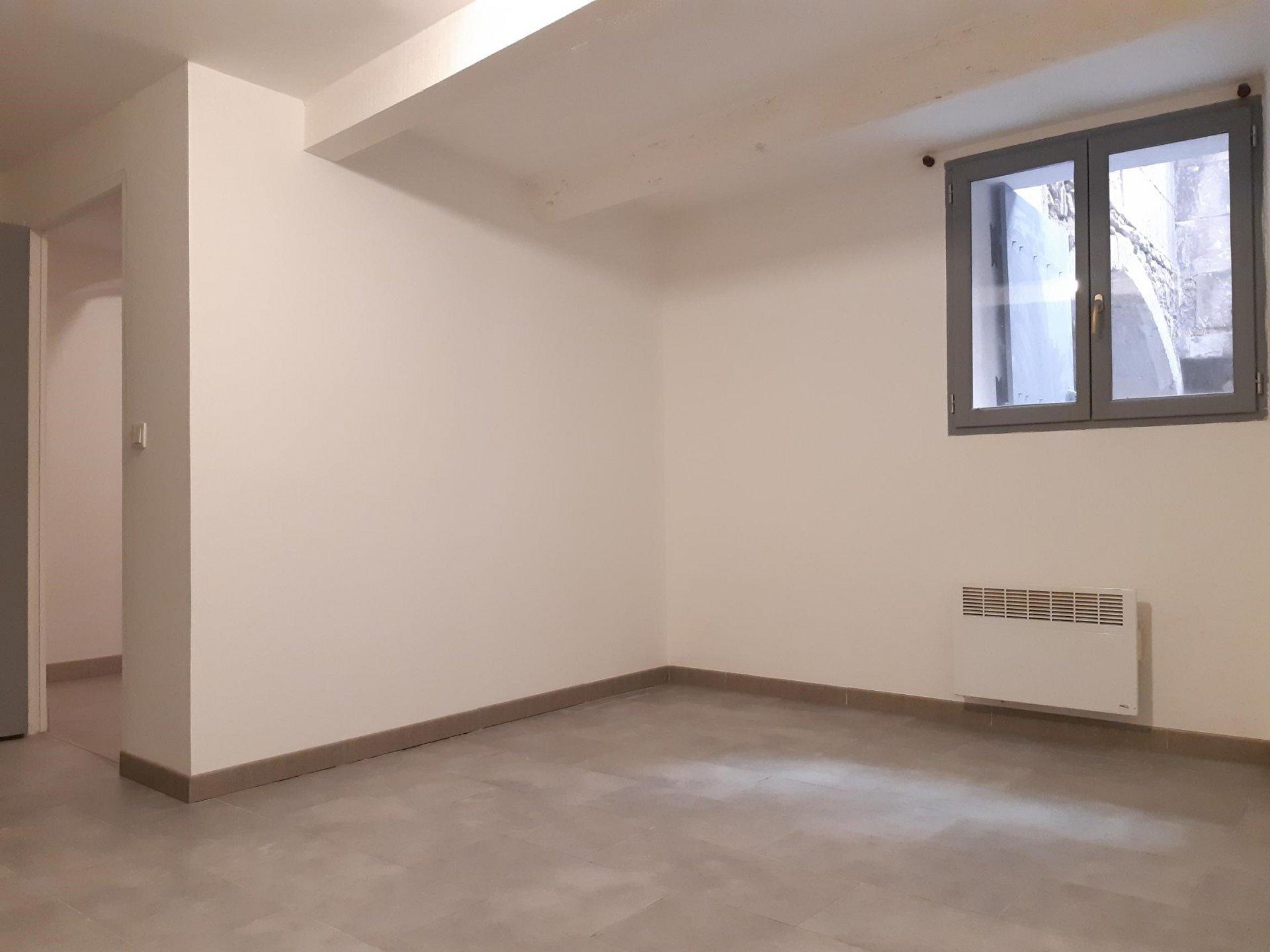 Location Appartement TARASCON séjour de 14.47 m²