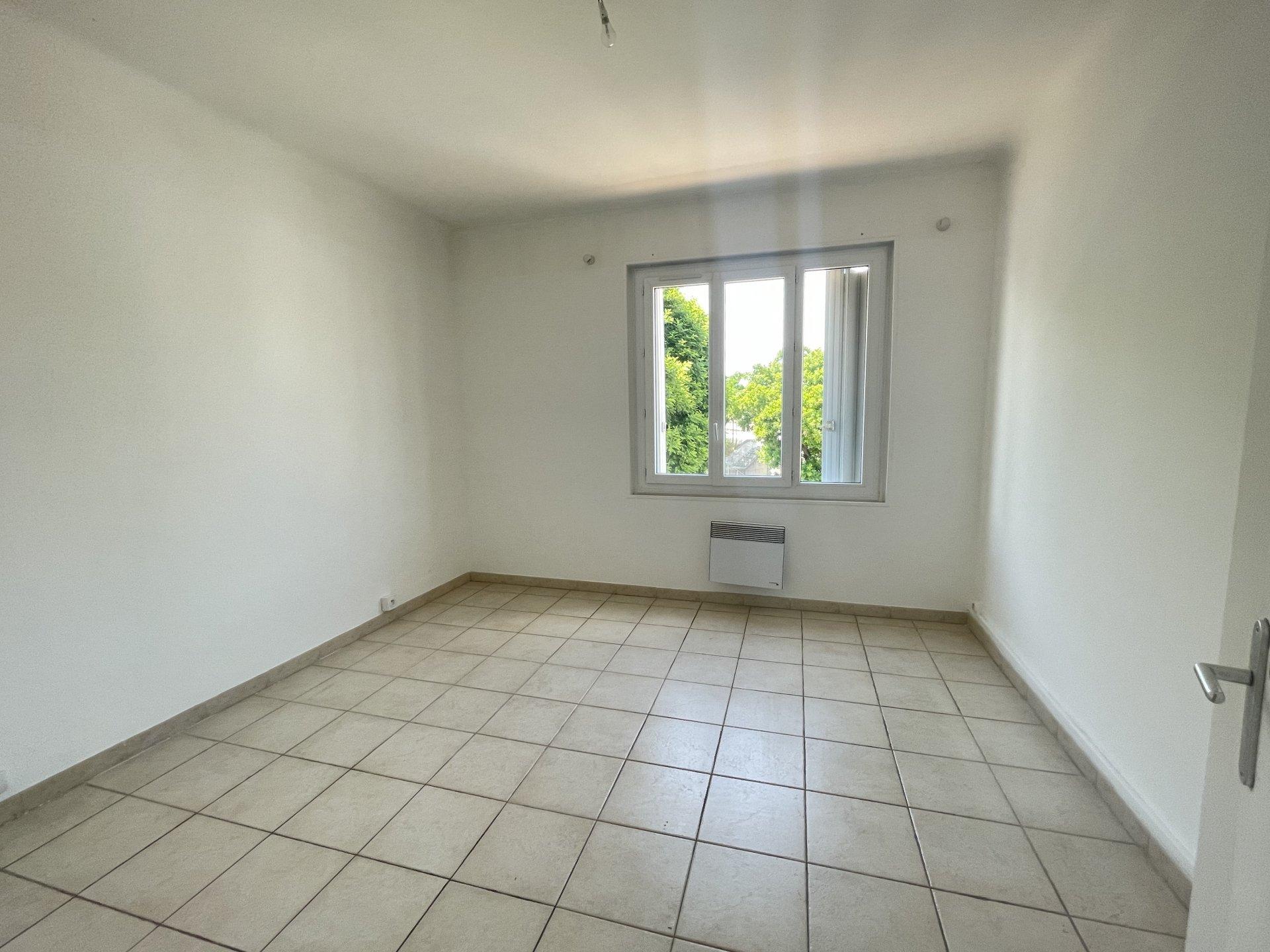 Location Appartement TARASCON séjour de 18.9 m²