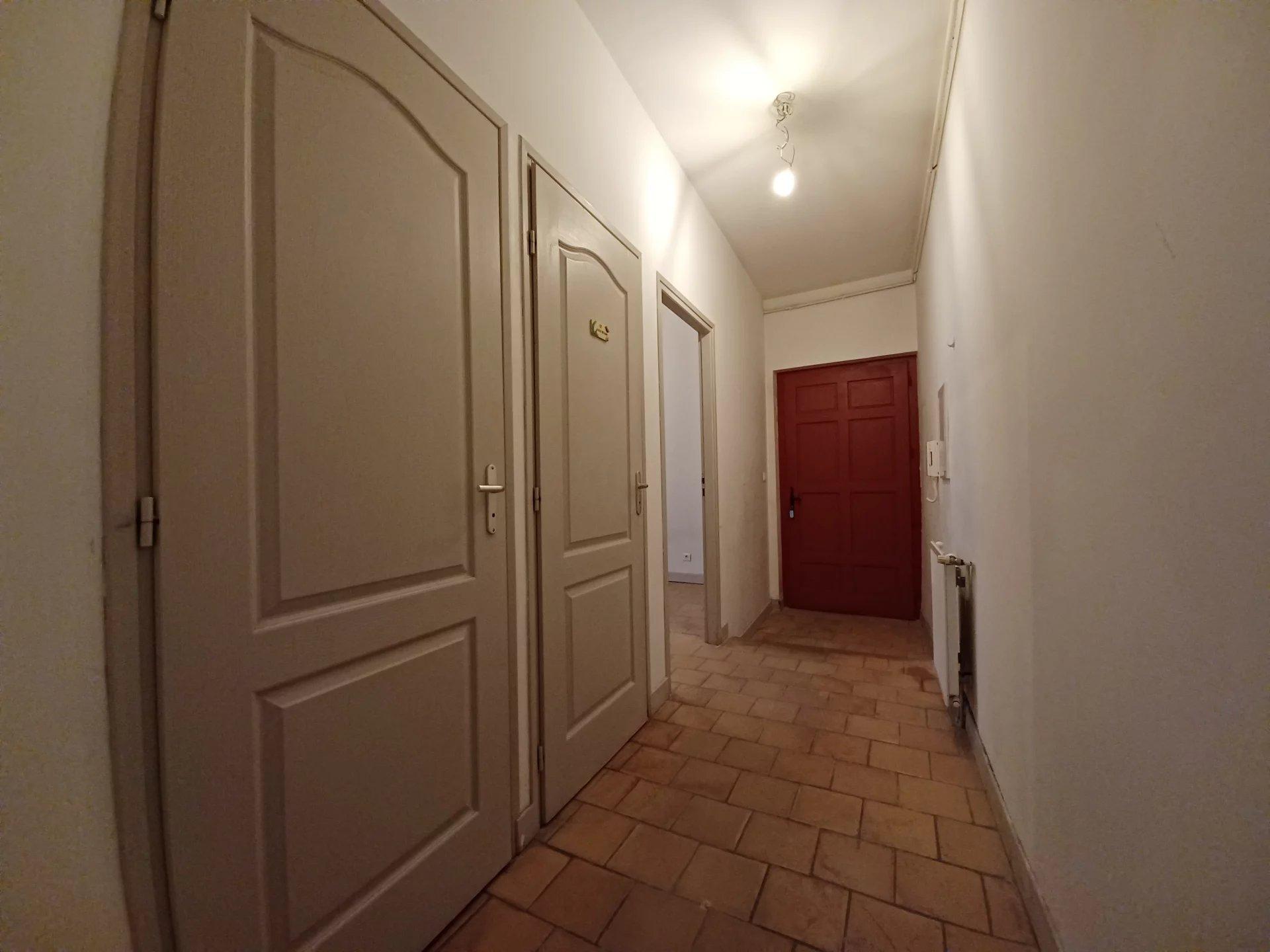 Location Appartement BEAUCAIRE séjour de 28.98 m²