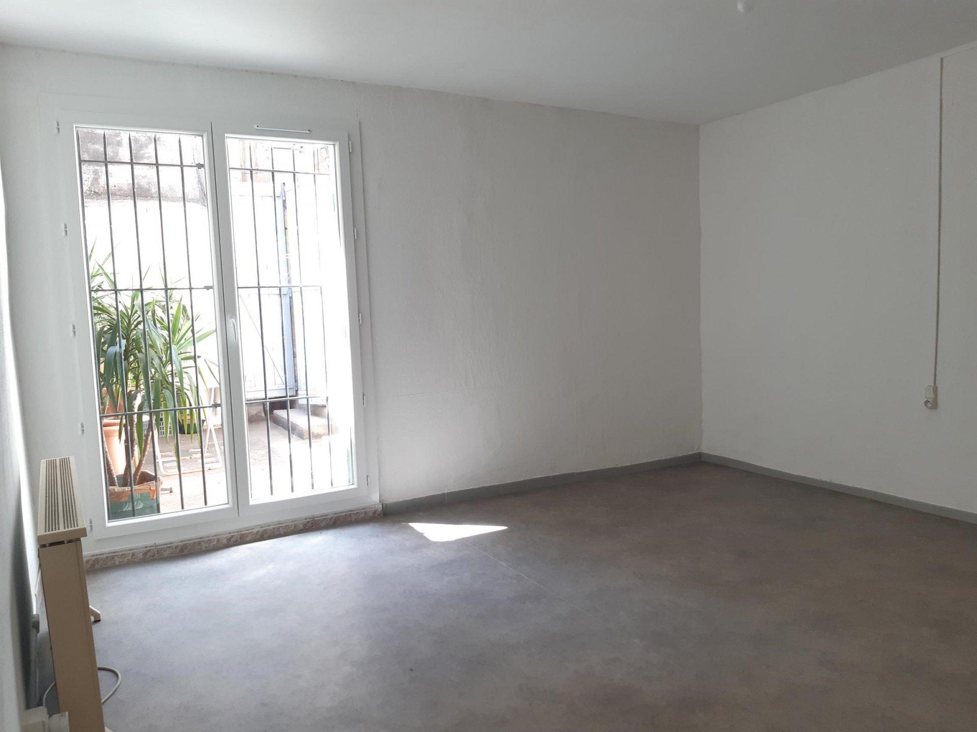 Location Appartement TARASCON séjour de 21 m²