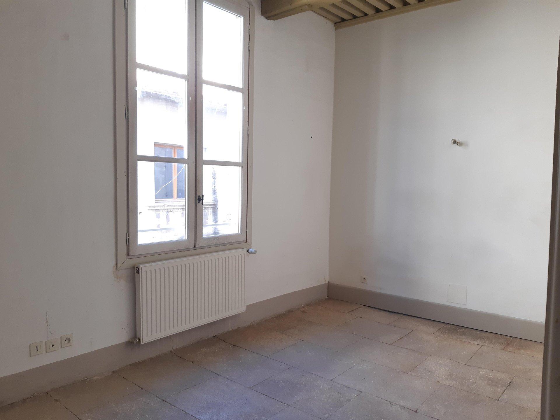 Location Appartement BEAUCAIRE séjour de 28 m²