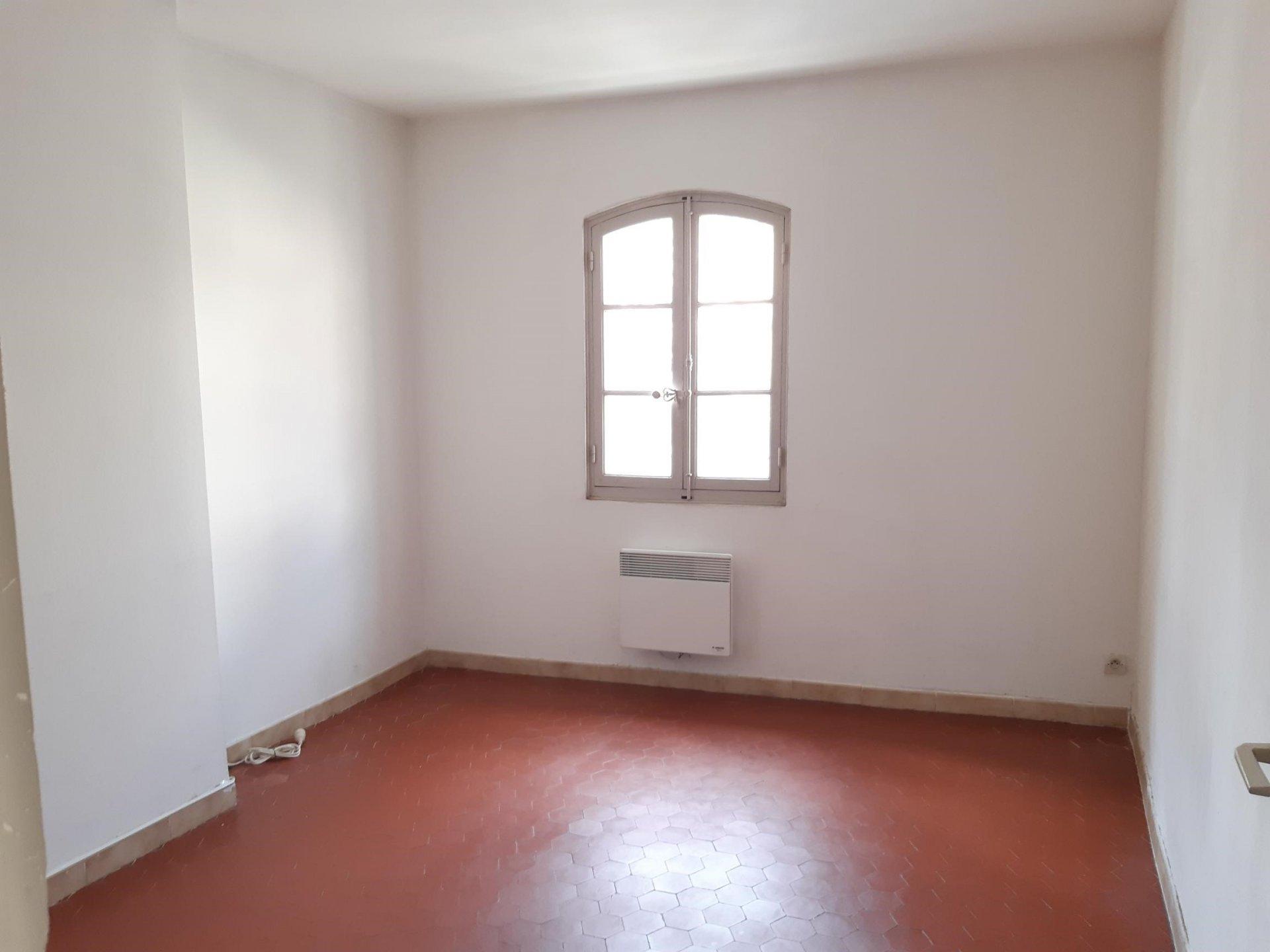Location Appartement TARASCON séjour de 18.88 m²