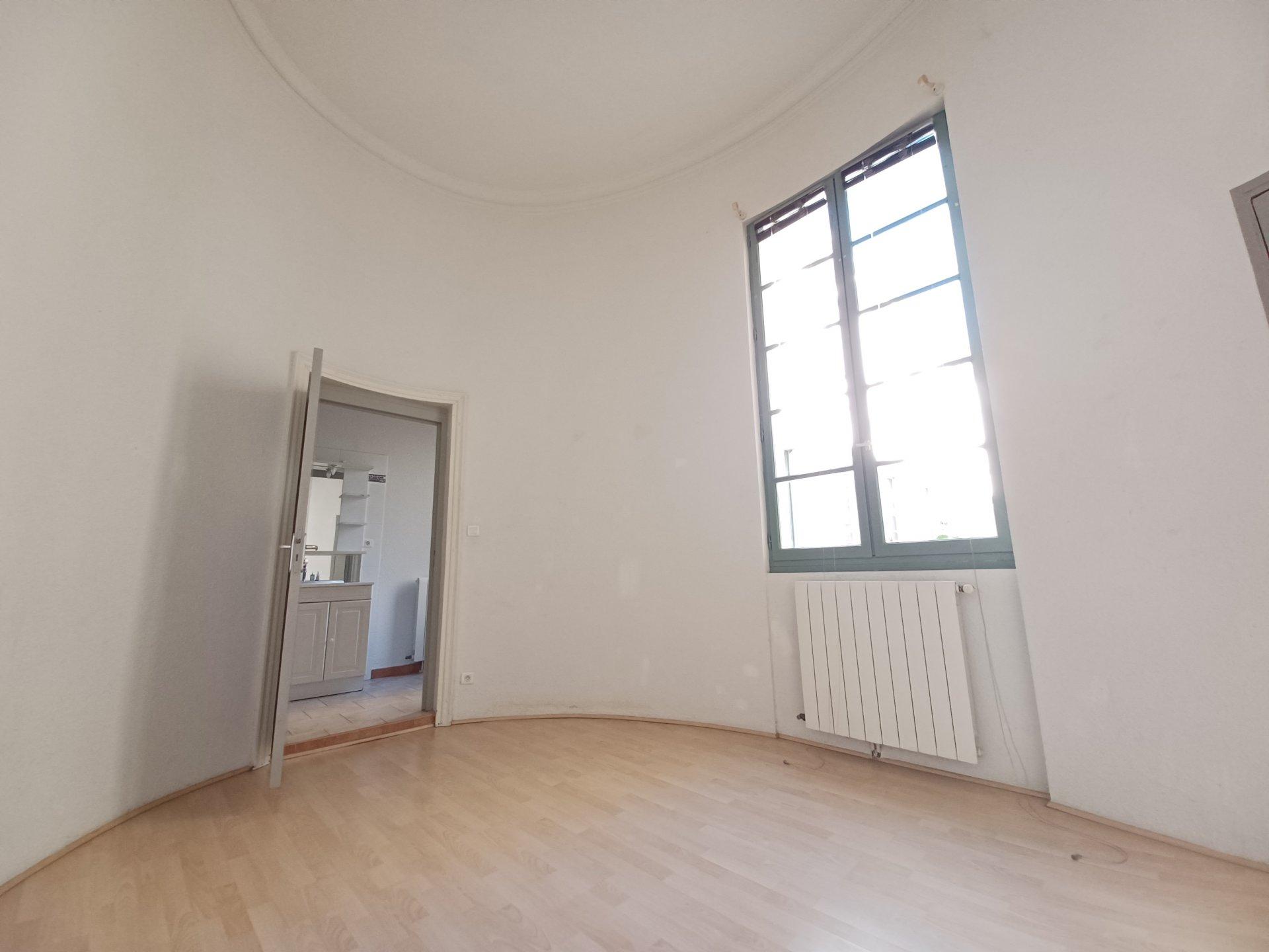 Location Appartement BEAUCAIRE séjour de 28.05 m²