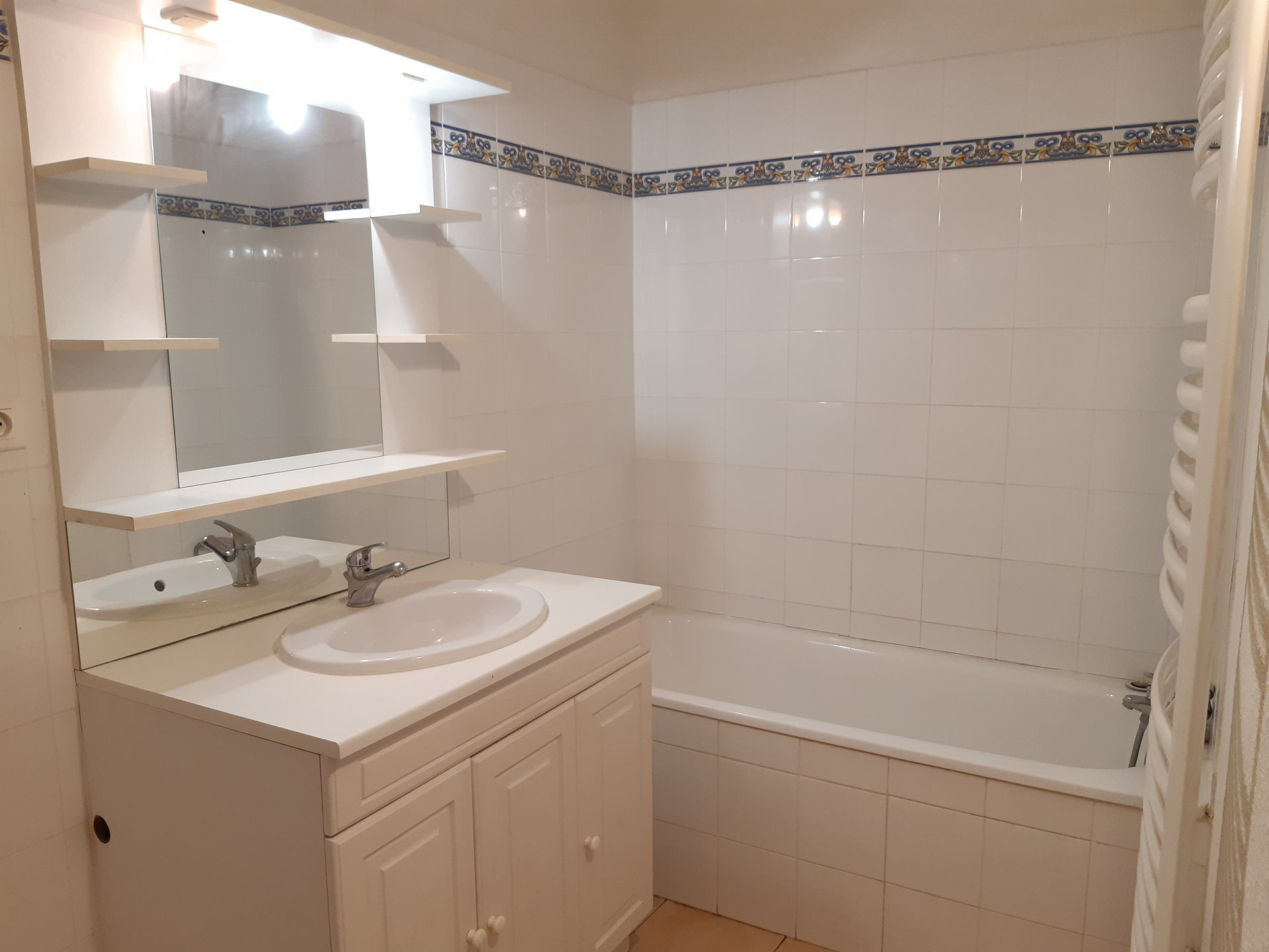 Location Appartement BEAUCAIRE radiateur, individuel, gaz chauffage