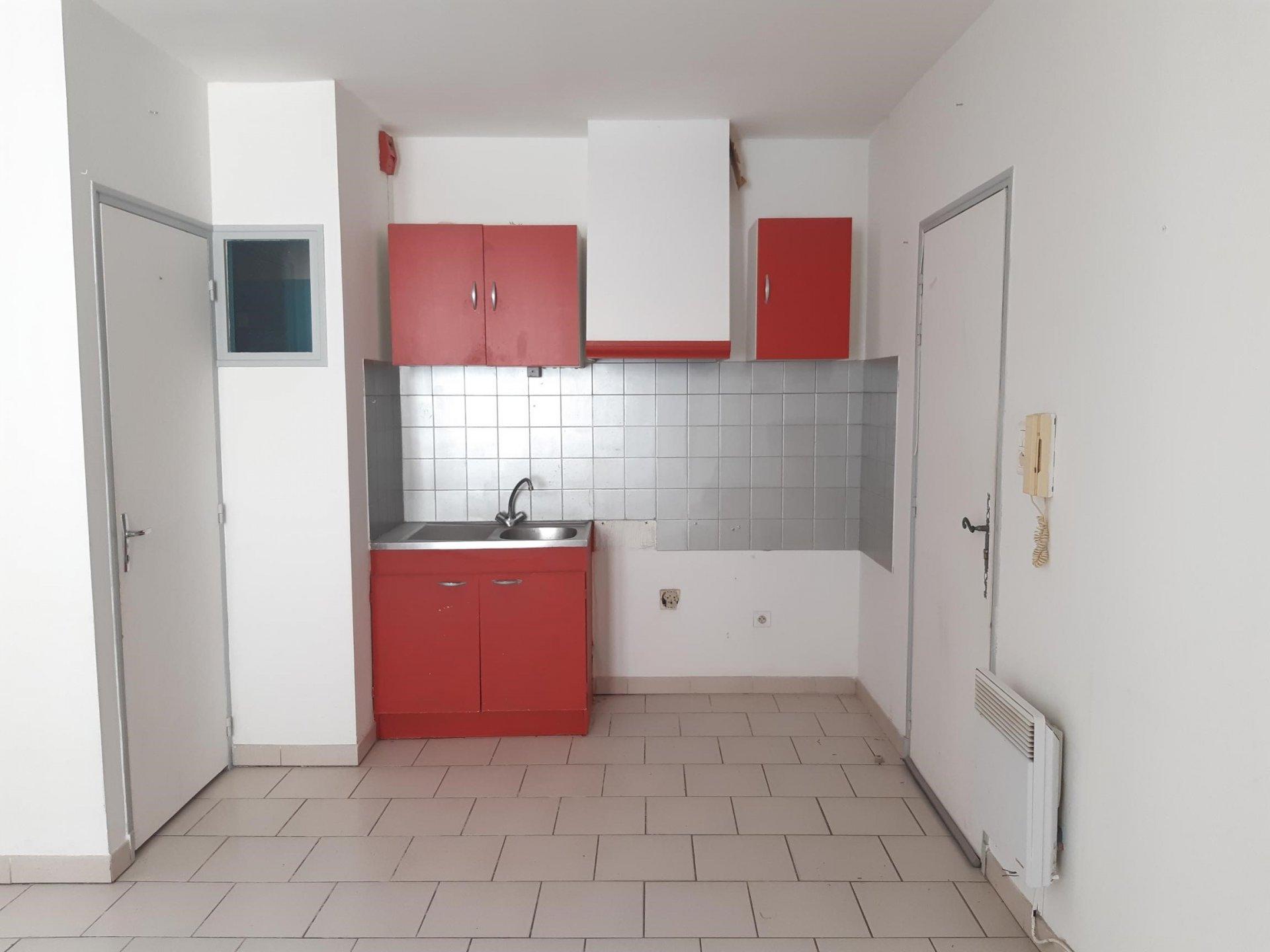 Location Appartement TARASCON séjour de 25 m²