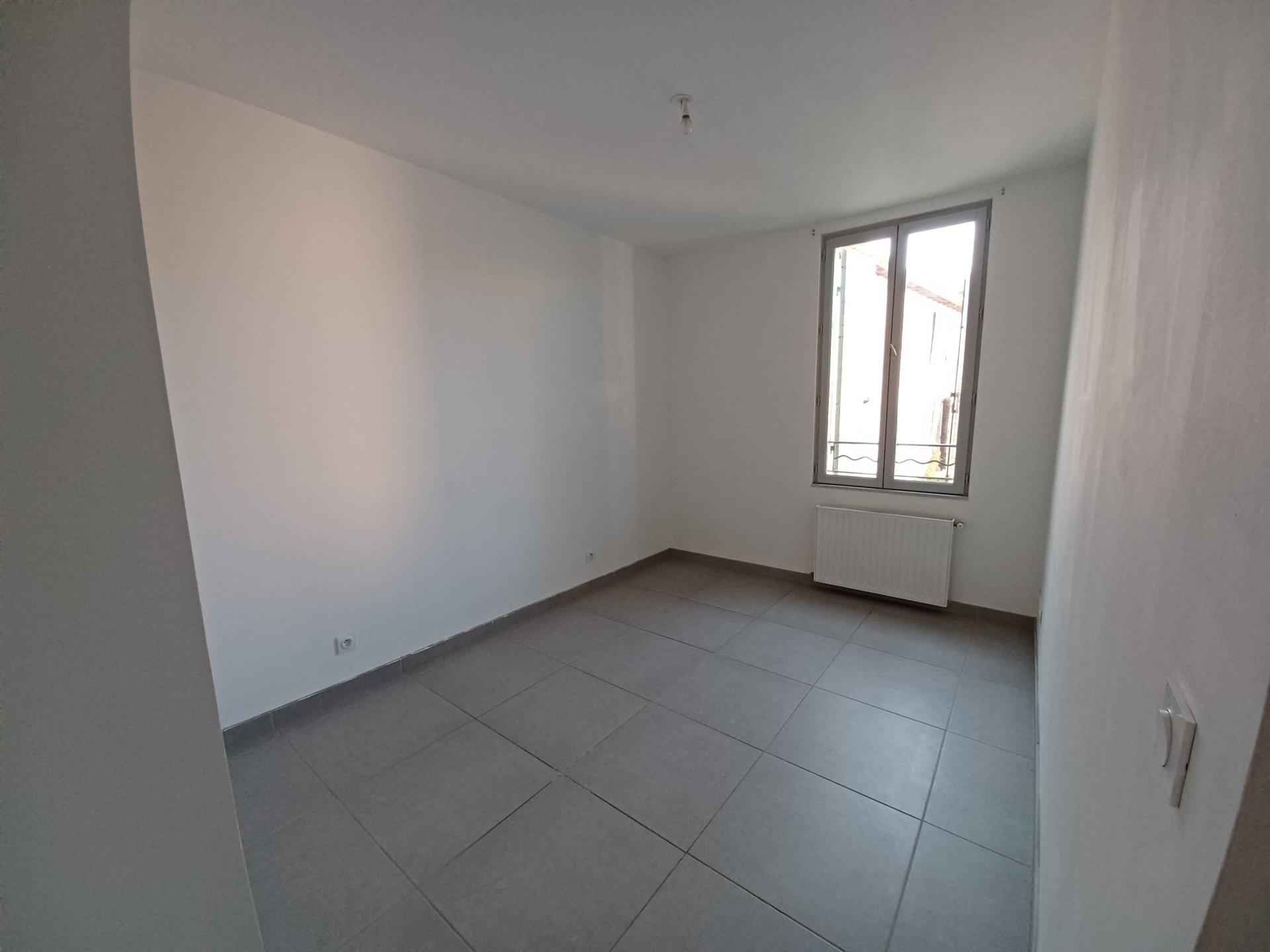 Location Appartement BEAUCAIRE séjour de 24 m²