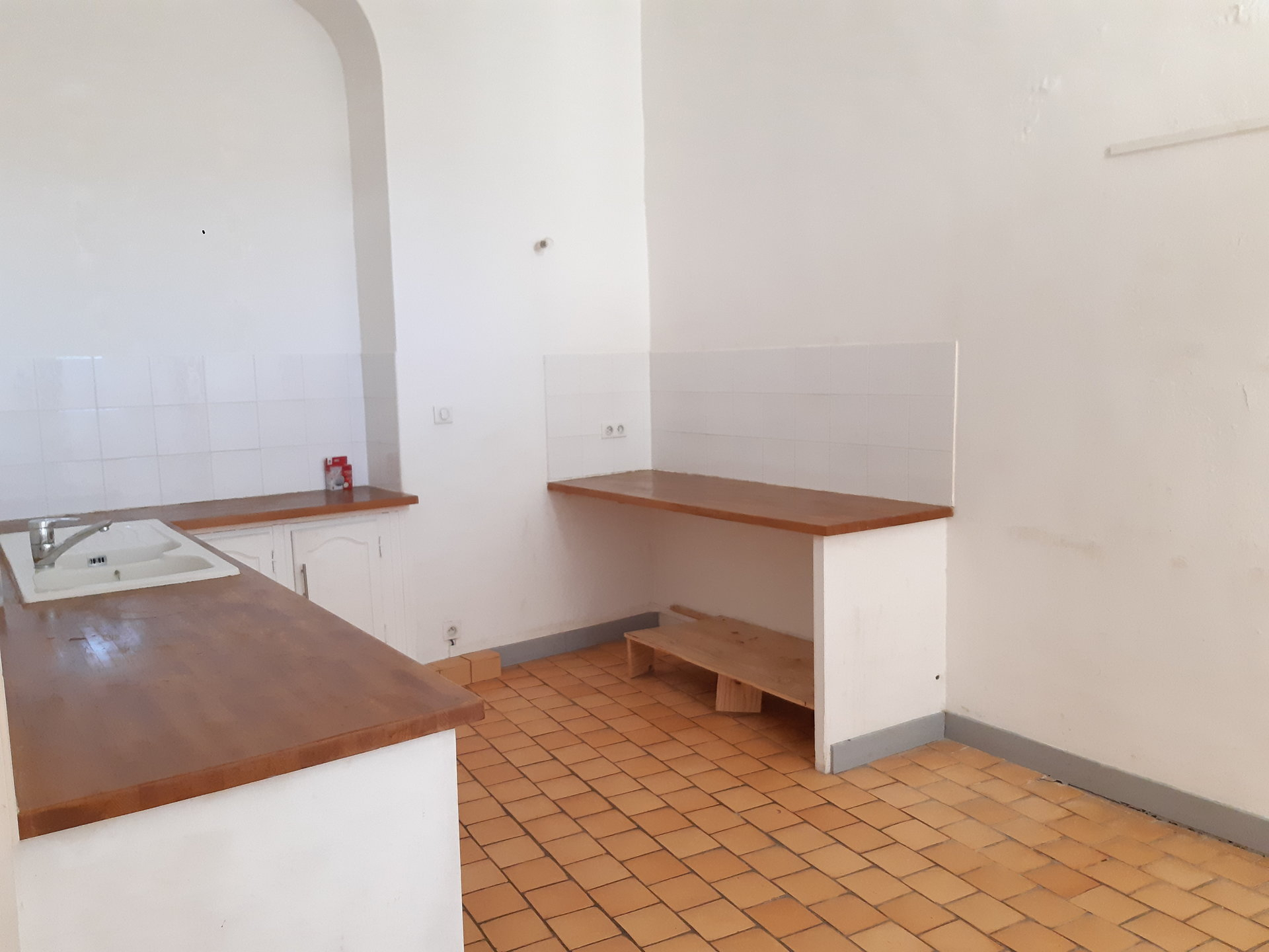 Location Appartement BEAUCAIRE surface habitable de 150 m²