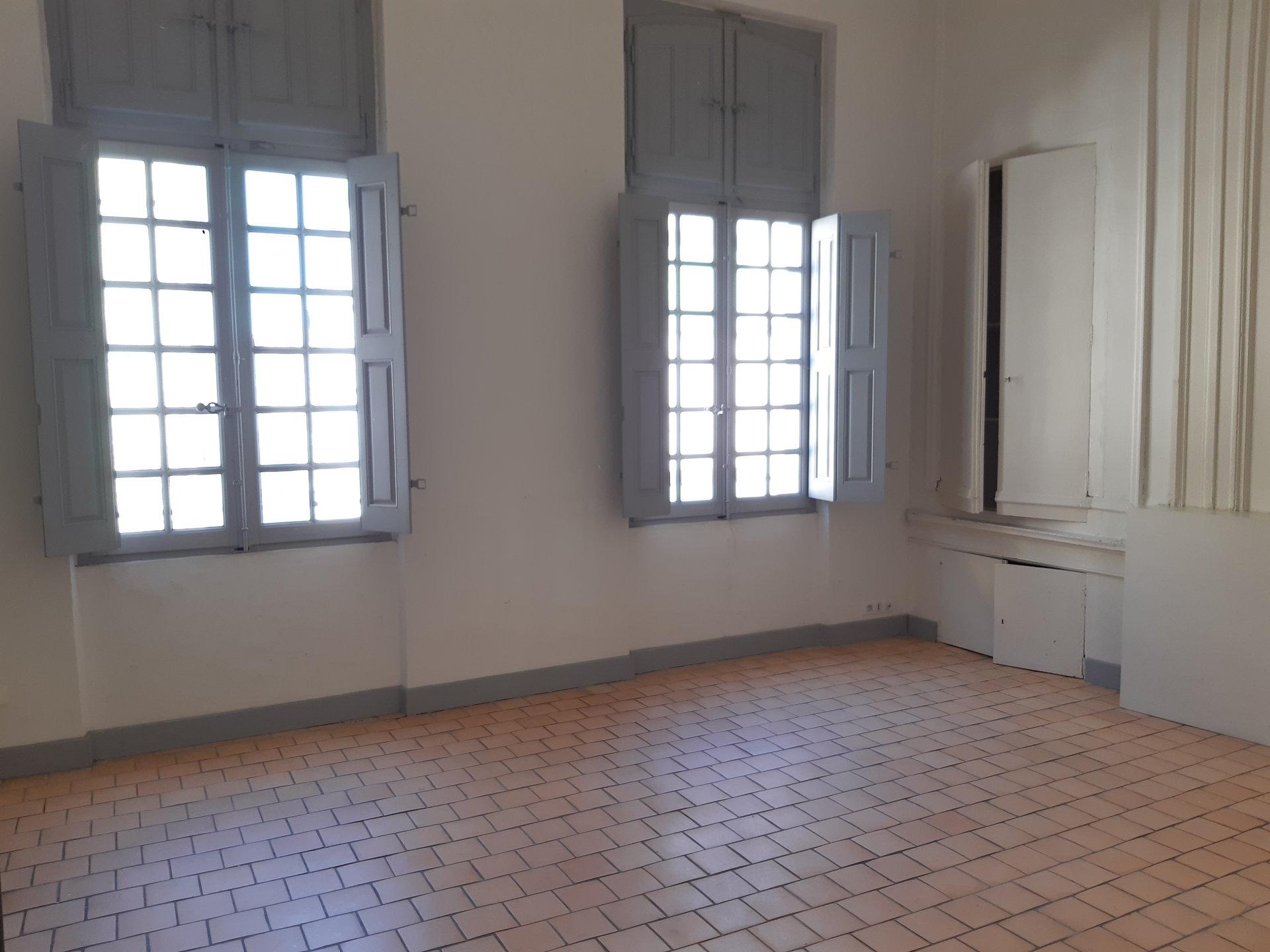 Location Appartement BEAUCAIRE 4 pièces
