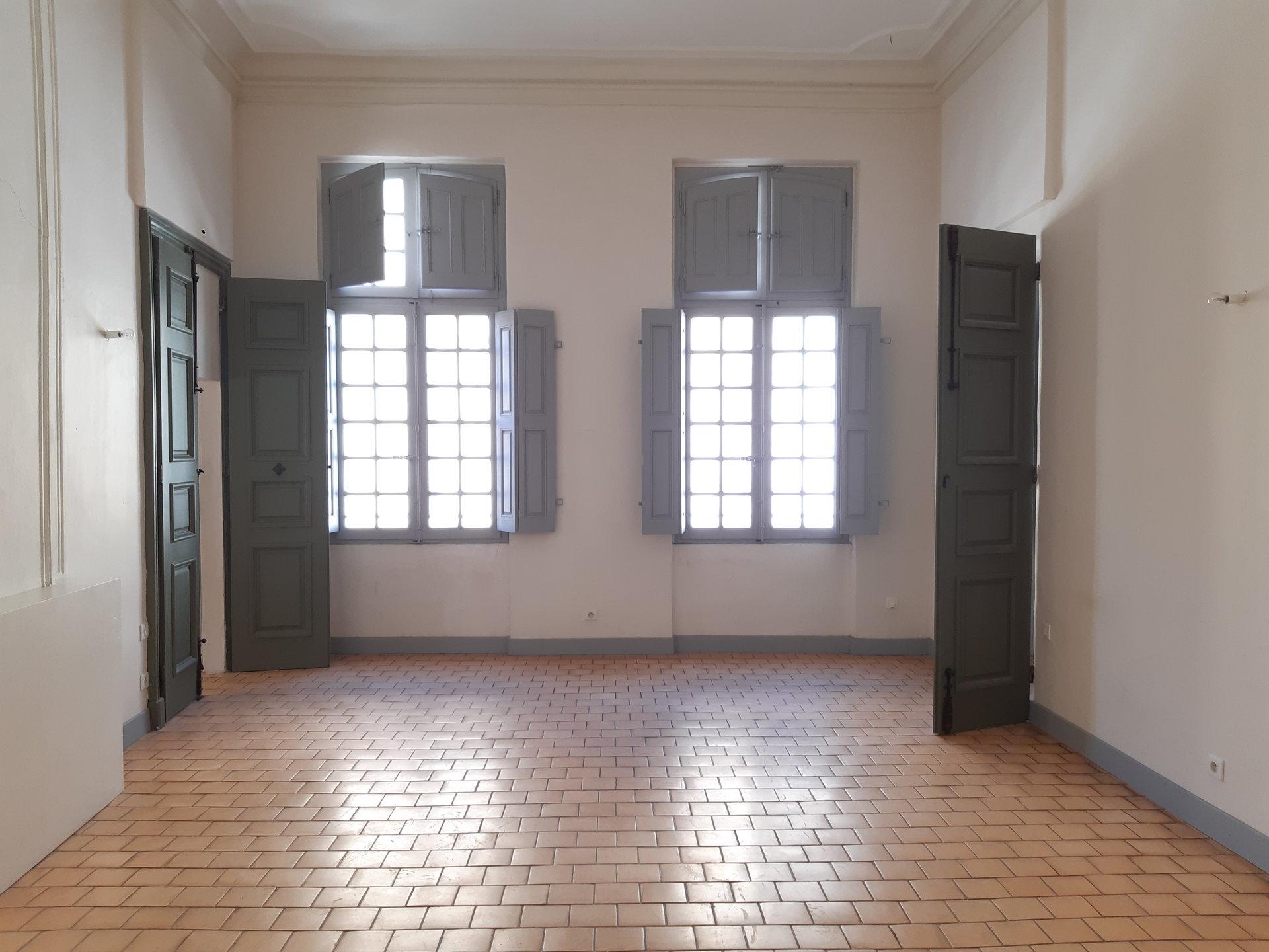 Location Appartement BEAUCAIRE au sol, individuel, electrique chauffage