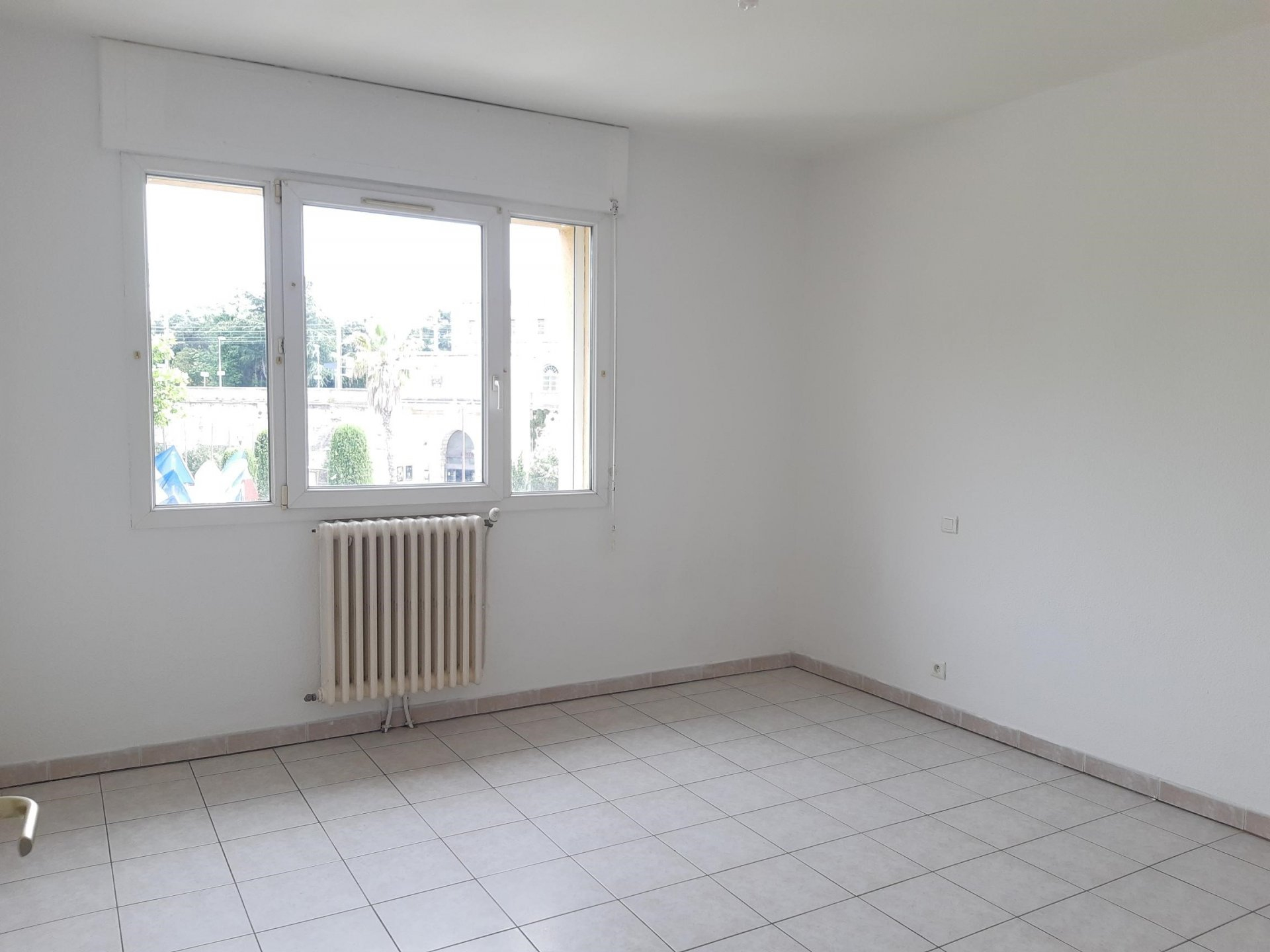 Location Appartement TARASCON séjour de 17.41 m²