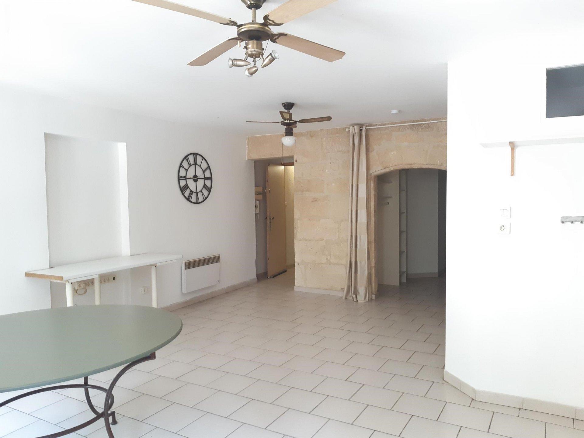 Location Appartement TARASCON surface habitable de 45 m²