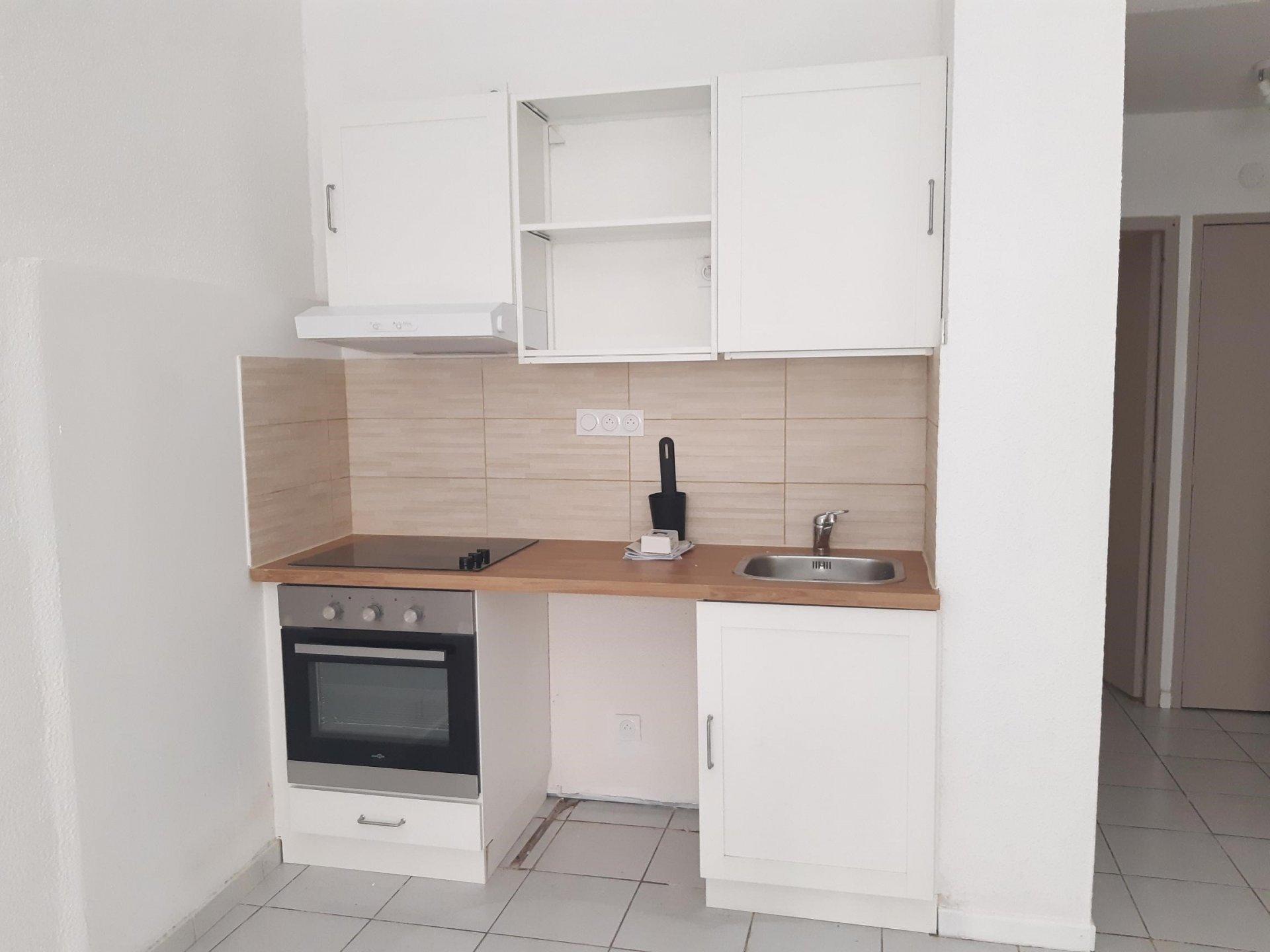 Location Appartement BEAUCAIRE séjour de 17.44 m²